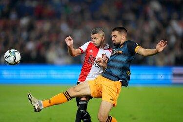 Feyenoord bedwingt SC Heerenveen, mede door briljant hakje Linssen